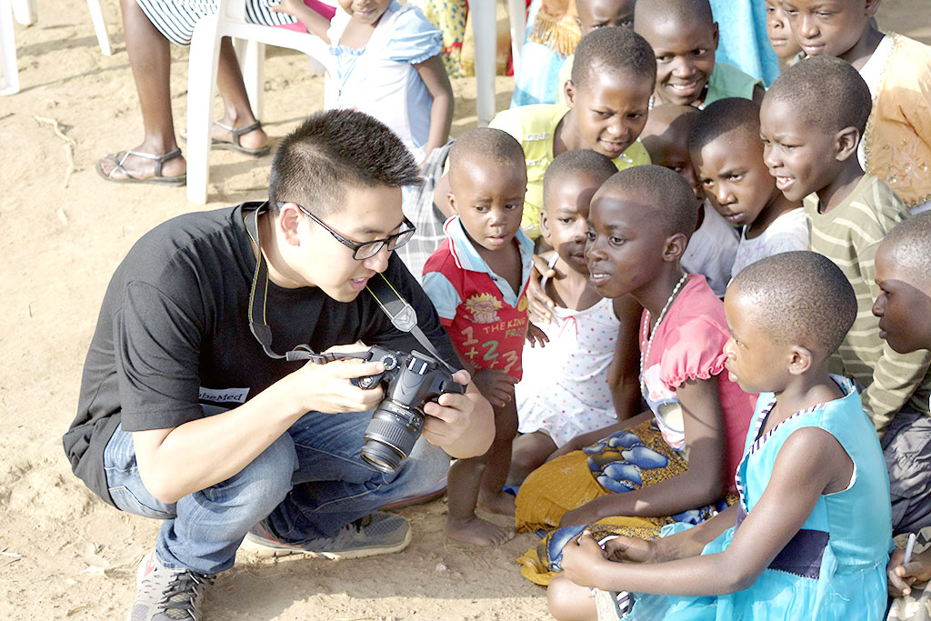 Showing children of Kyambazi Village their picture!