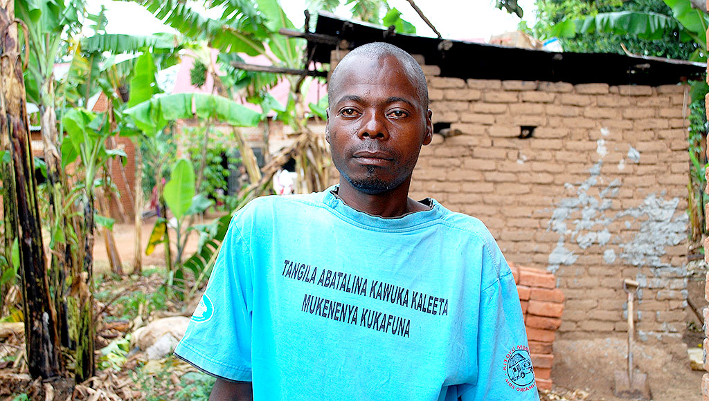 Hassan Sempiija clad in his T.Shirt. He nearly lost his life due to negative minds about HIV and since his attitude changed,he is now an agent of positive living. KITOVU MOBILE PHOTOS.